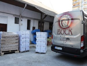 A Bock Borászat nyolcmillió forint értékű adománnyal segíti az idősotthonok lakóit